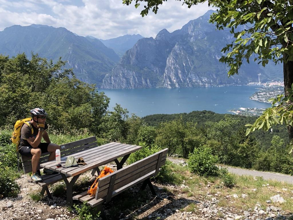 Maastopyöräilyä Gardajärven huikeissa maisemissa