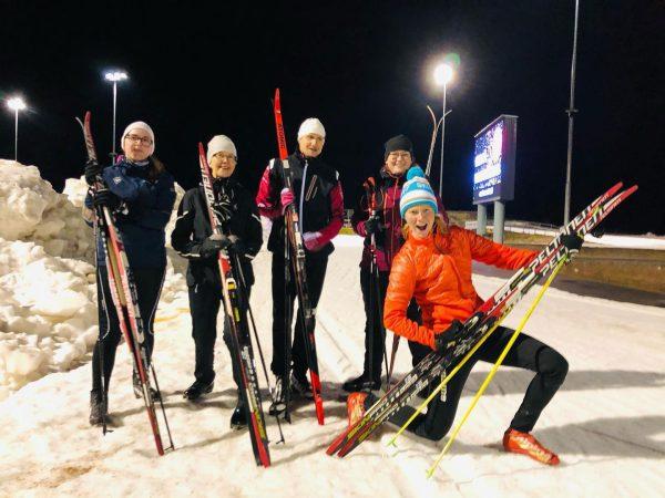 iloiset hiihtokurssilaiset