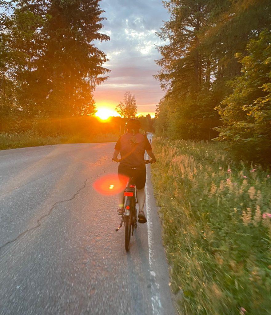 pyöräilijä Äitsaaressa