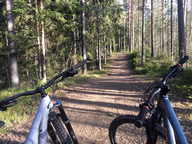 maastopyöräilyä Saimaan rannalla